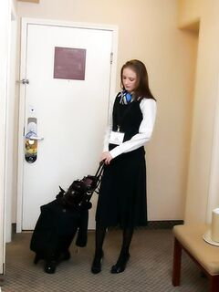 Работник гостинницы трахнул уставшую клиентку