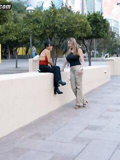 Зрелая парочка решила устроить групповой секс со своей общей знакомой