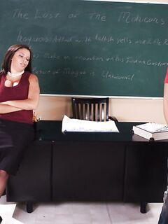 Учительница вызвала ученика и оттрахала его в кабинете