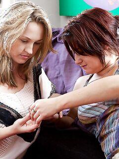 Лесбияночки Anneke и Sylvanna лижут друг другу Волосатые писюхи - Порно фото на ero-kiska.ru
