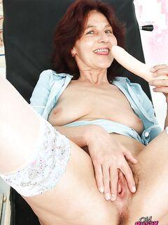 Женщина врач после приема трахает себя Секс игрушки - Порно фото на ero-kiska.ru