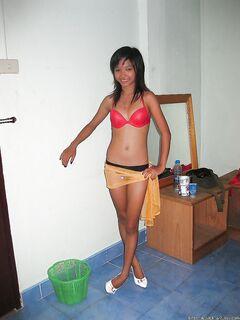 Клиент снимает молодую шлюшку из Таиланда  - Порно фото на ero-kiska.ru