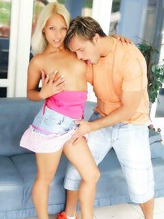 Домохозяйка с большими круглыми дойками попала на жестокий секс
