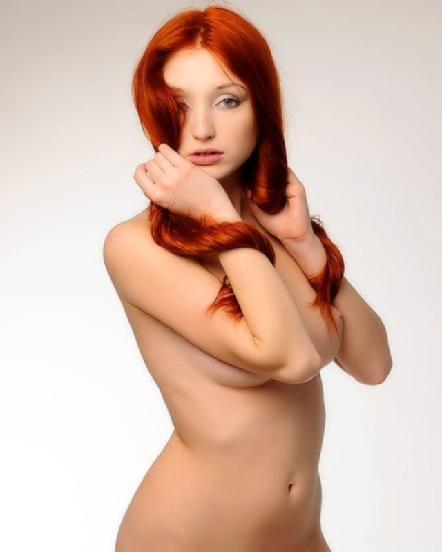 Рыжая стройняшка в сексапильном белье
