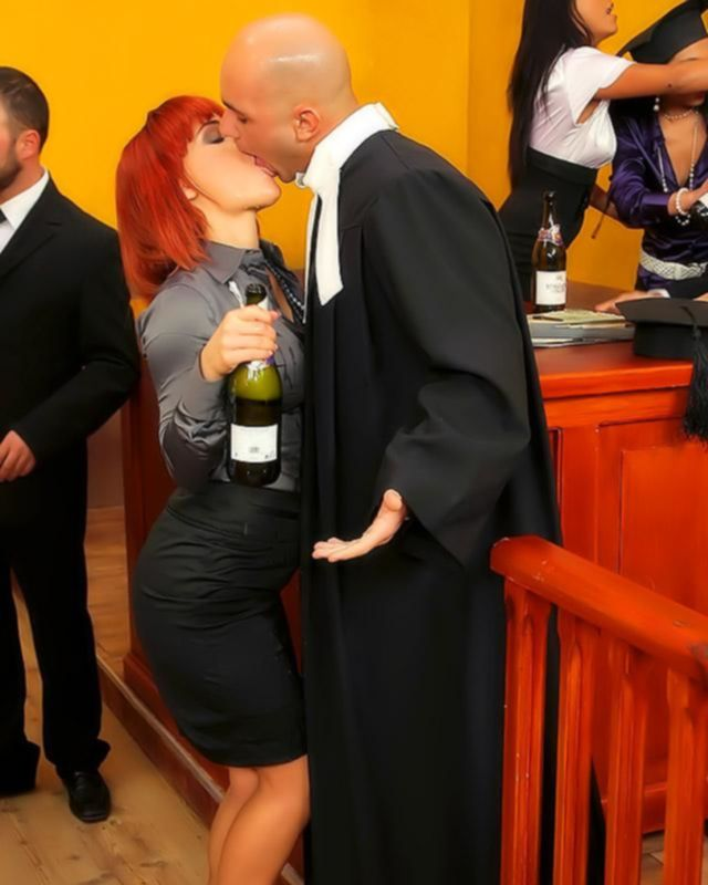 Мега секс вечеринка в зале суда