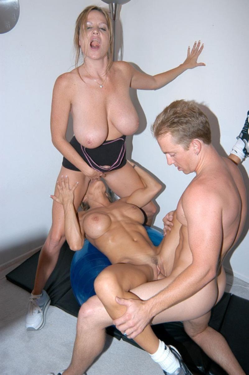 Горячий групповой секс со зрелыми партнерами