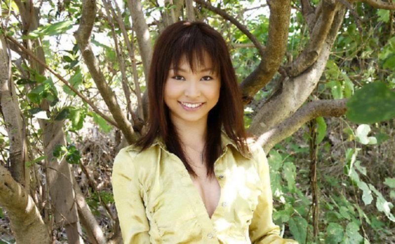 Секс игры стройной японочки на природе