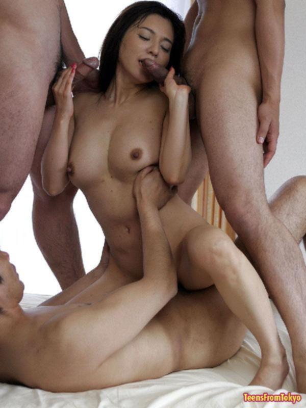 Шикарный групповой секс с тугой азиаткой