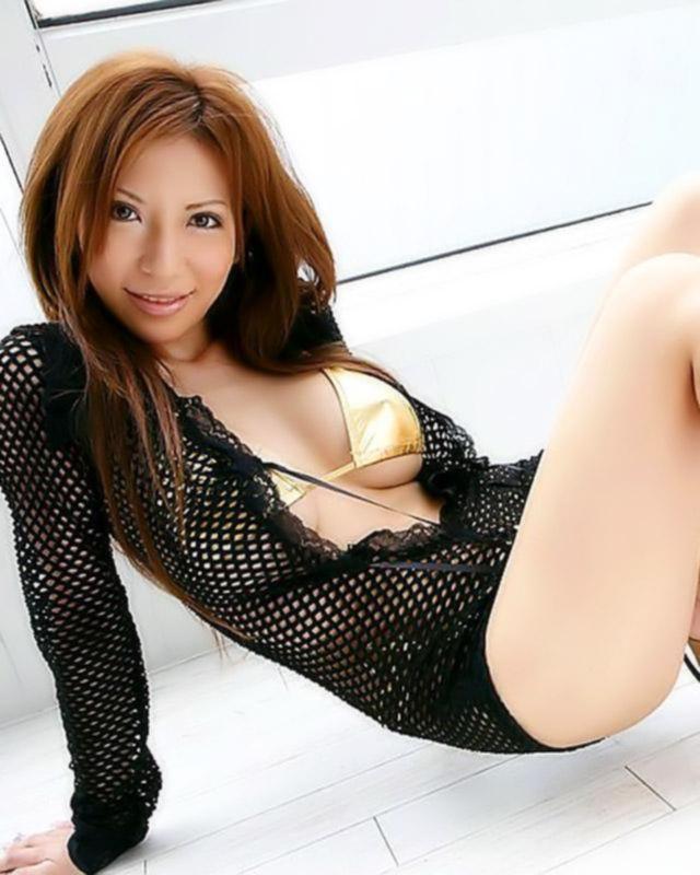 Милая китаянка захотела попробовать себя в роли порно модели