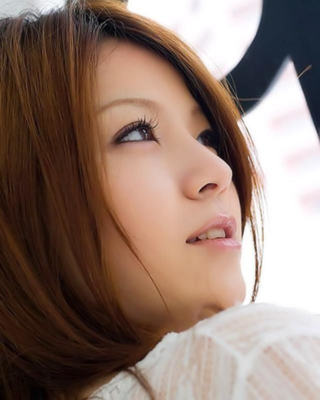 Эта азиатка готова впустить в себя твой член