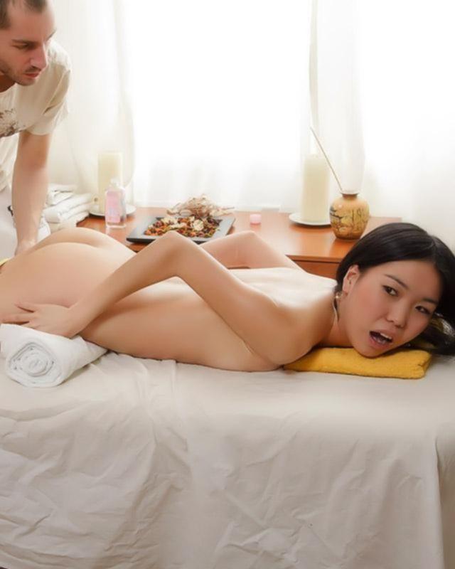 Обычный массаж перешел в нежный секс с азиаточкой