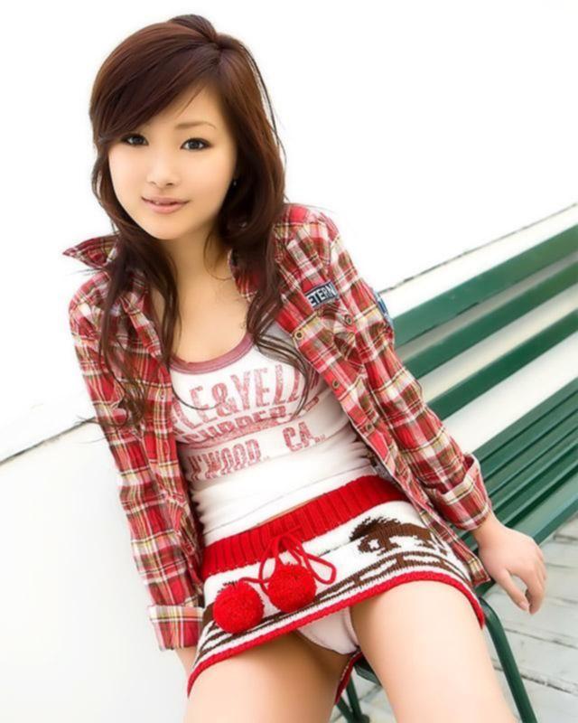 Горчая азиаточка студенточка обожает шалить на кроватке в свободное время