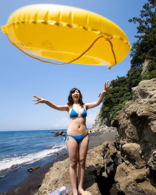 Возбуждающее путешествие азиатки к морю