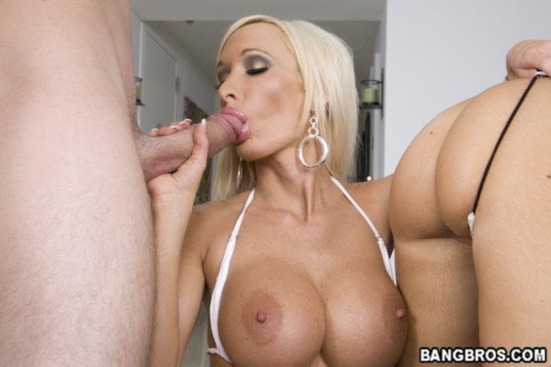 Порно фото анального траха с двумя грудастыми шлюхами