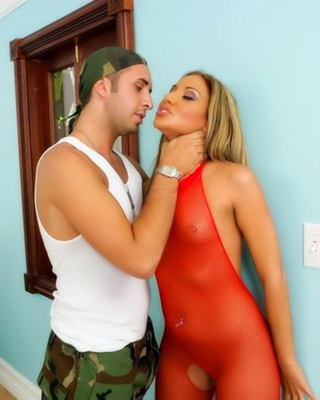 Порно фото анальной ебли с шаловливой подружкой