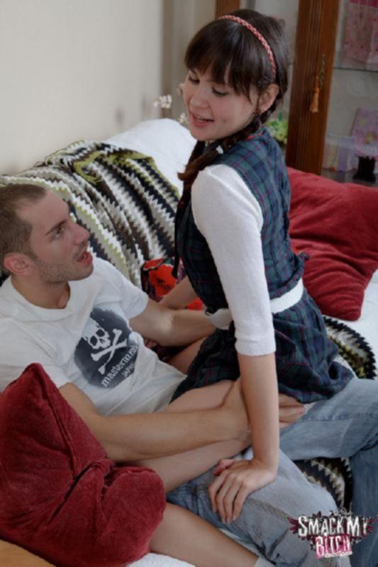 Порно фото первого анала с молодой студенткой