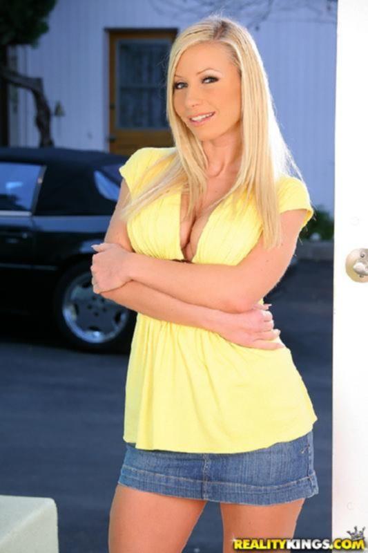 Порно фото анала с ненасытной блондой