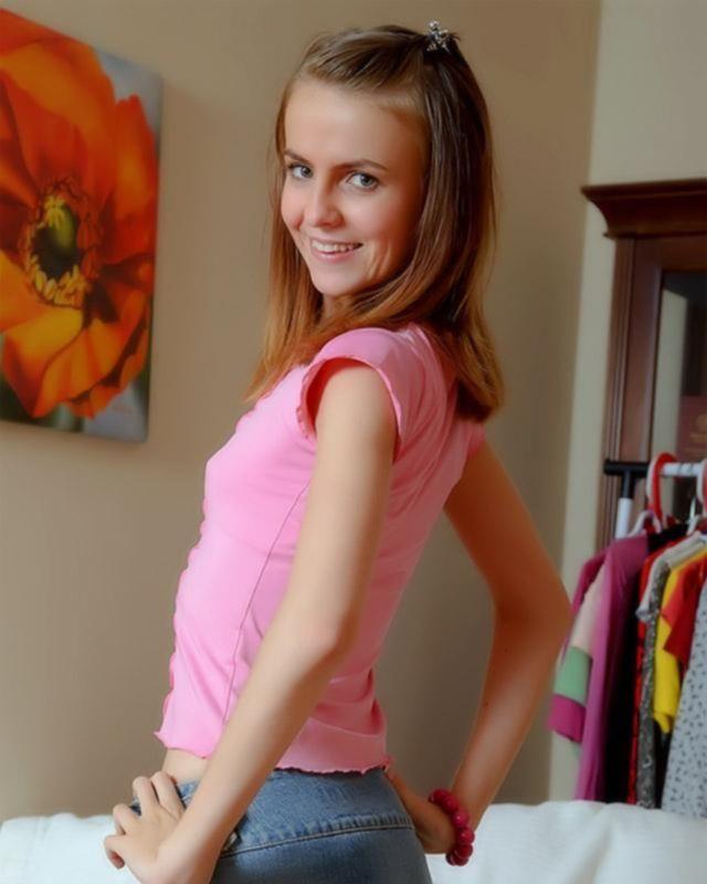 Молодая девушка впервые пробует анальный секс