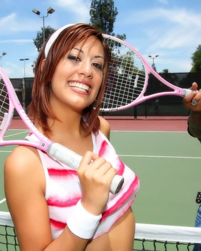 Девушка проиграла партию в теннис и отработала своей пиздой на большом члене