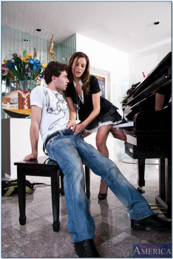 Порно фото учительницы с отцом ученицы на полу учительской