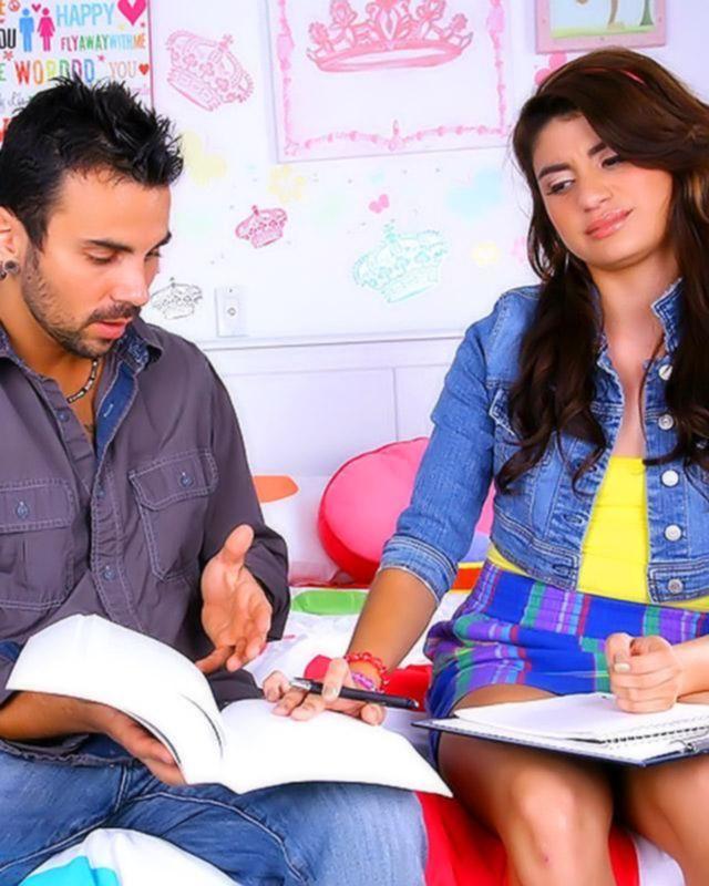 Так и не помог девочке сделать домашнюю работу