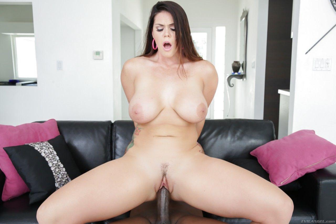 Бесплатные порно фото телки с большими сисками в пене