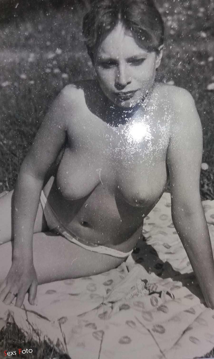 Откровенные черно белые фото обнаженной женщины