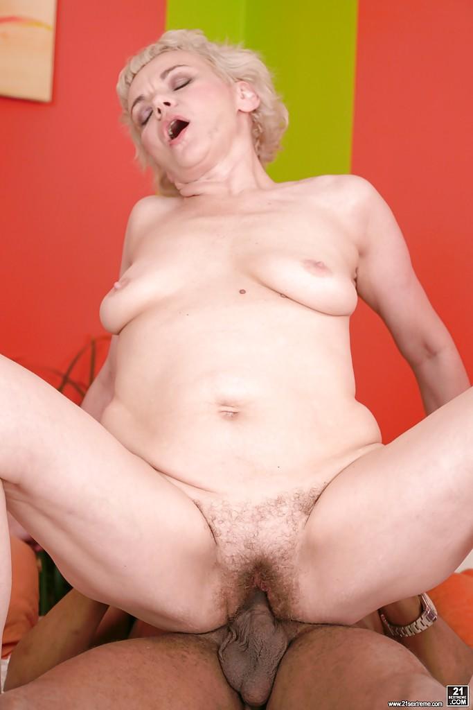 Негр трахает старушку кайфуя от этого - Порно фото на ero-kiska.ru