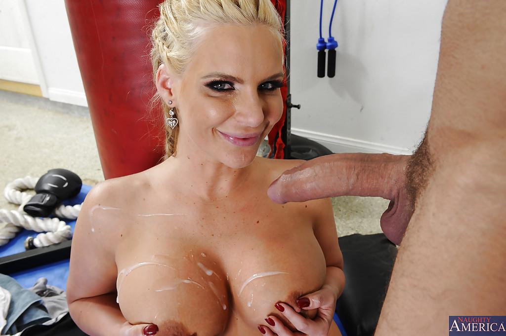 Любительница анального секса получает порцию секса после тренировки - Порно фото на ero-kiska.ru