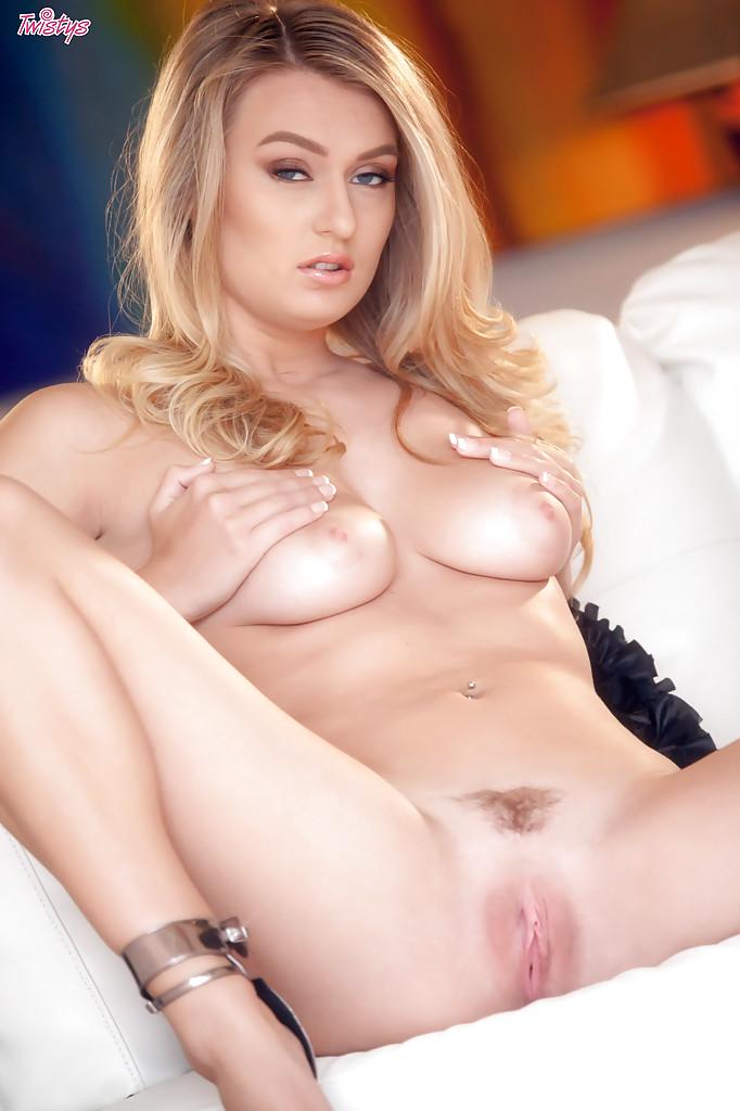 Белокурая порно модель не стесняясь ласкает свою киску - Порно фото на ero-kiska.ru
