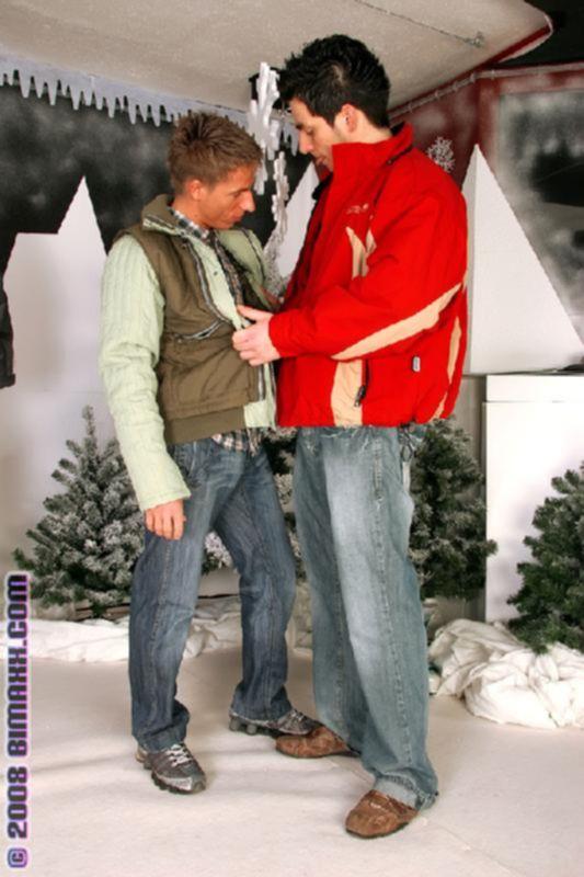 Бисексуал составил компанию семейной паре